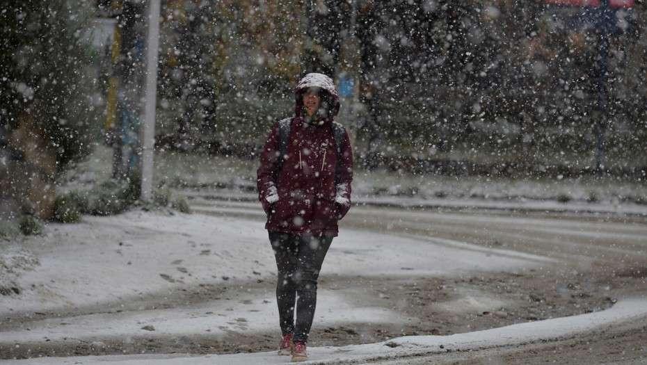 La nieve se anticipó y ya llegó a Bariloche