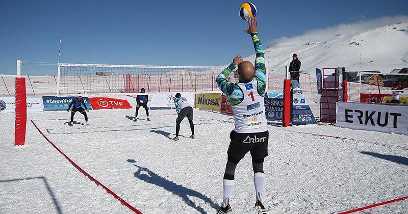 El circuito mundial de vóley en la nieve se disputa en Bariloche