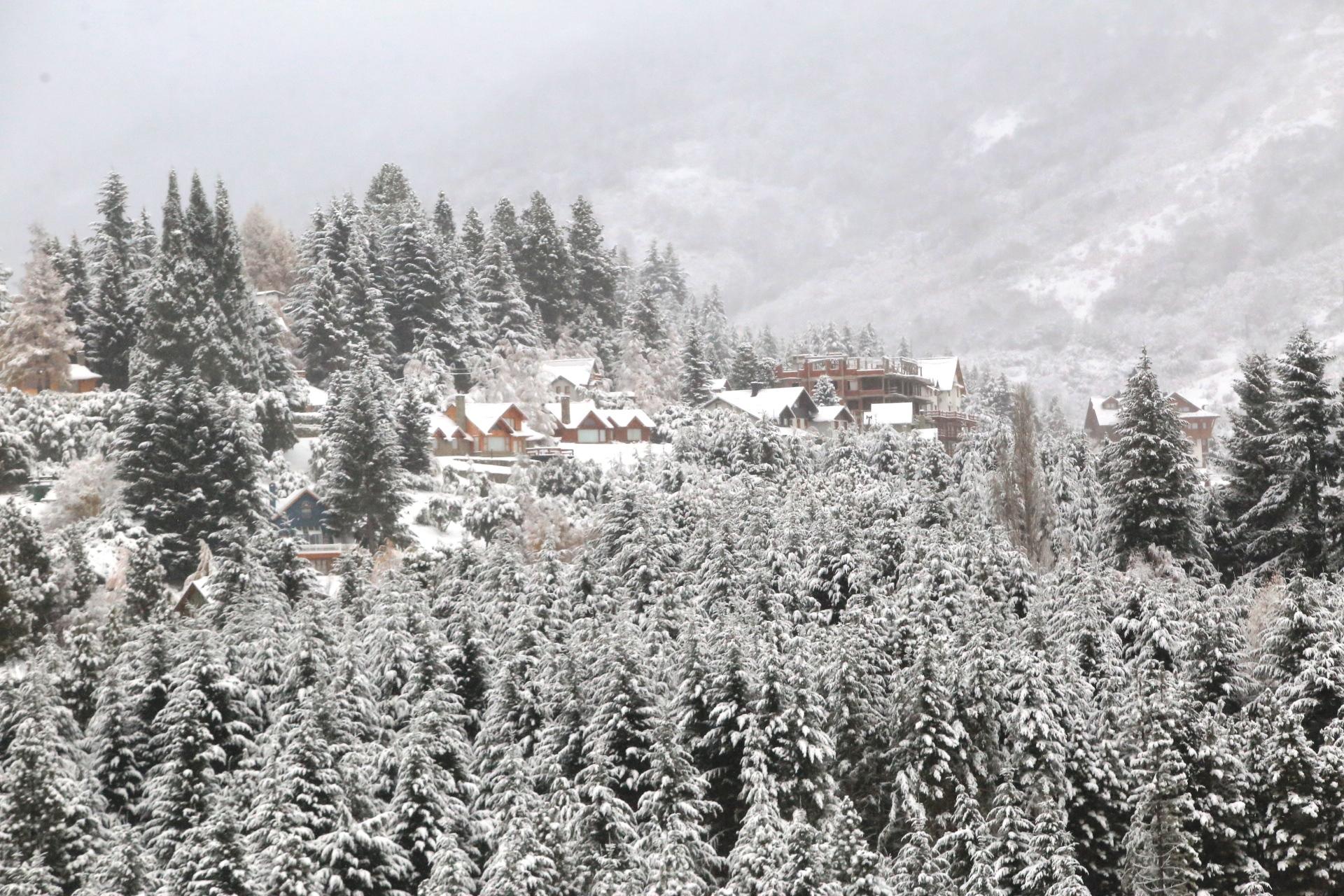Bariloche vestida de blanco con la primera nevada